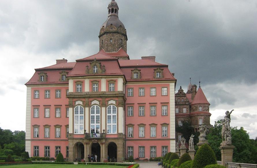 Zamek Książ dopiero planuje założenie pasieki, a już sprzedaje własny miód! | Pszczoly.eu