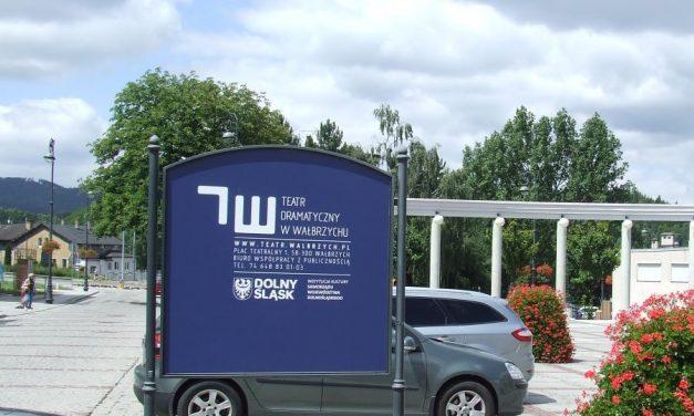 Dziś uroczyste otwarcie pasieki na dachu teatru w Wałbrzychu | Pszczoly.eu